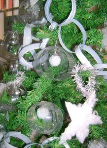 Une déco de sapin de Noël 100% récup